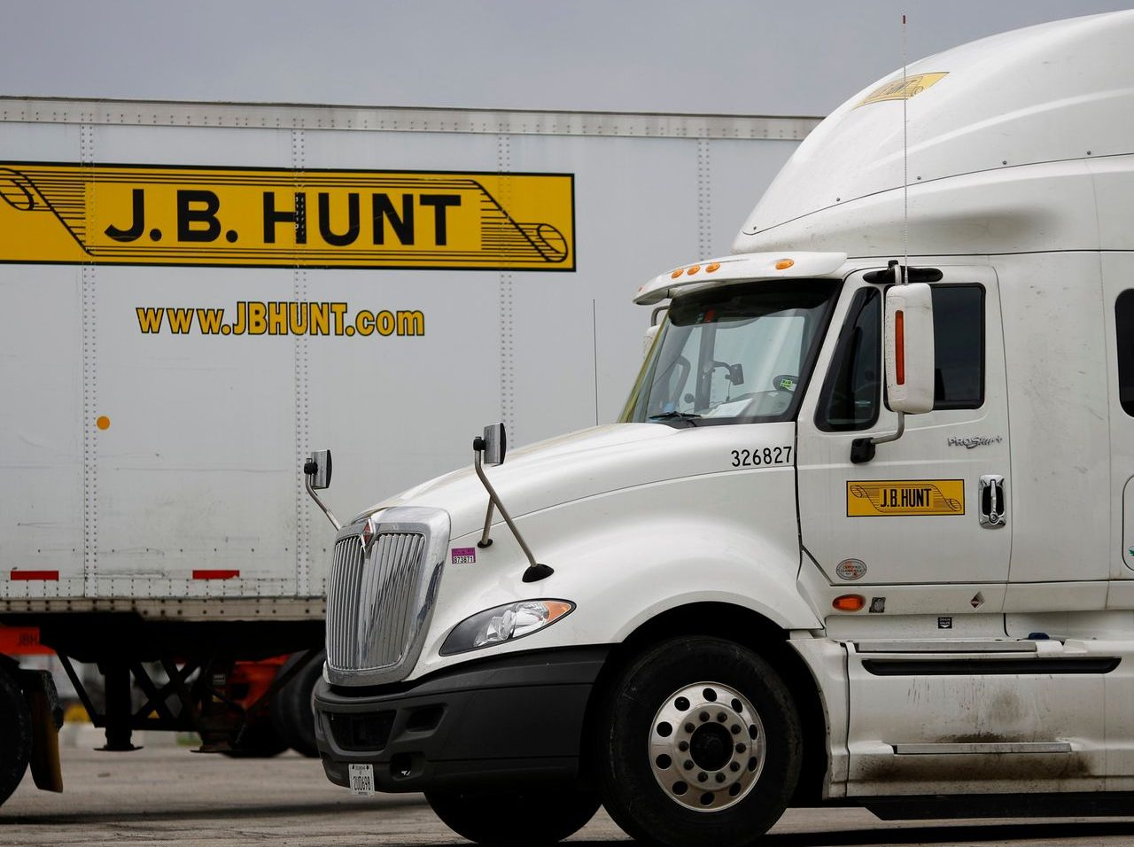 J.B. Hunt Fourth Quarter Beats Industry Expectations